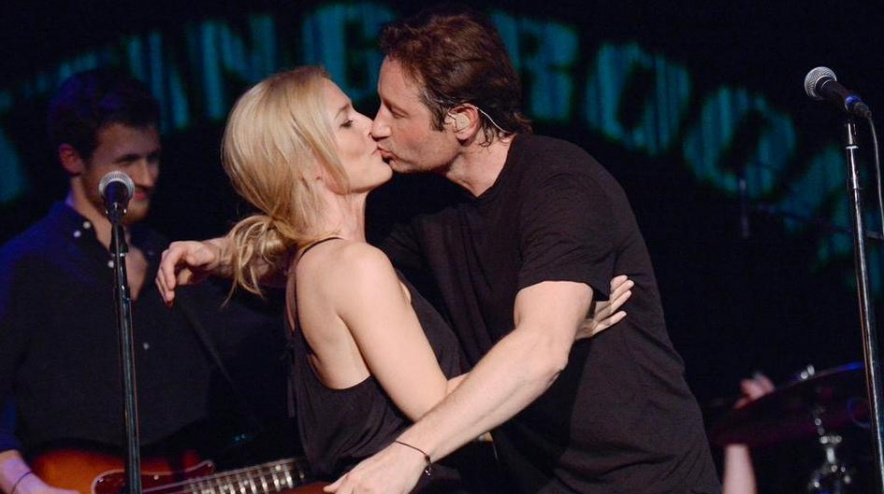duchovny-gillian-kiss