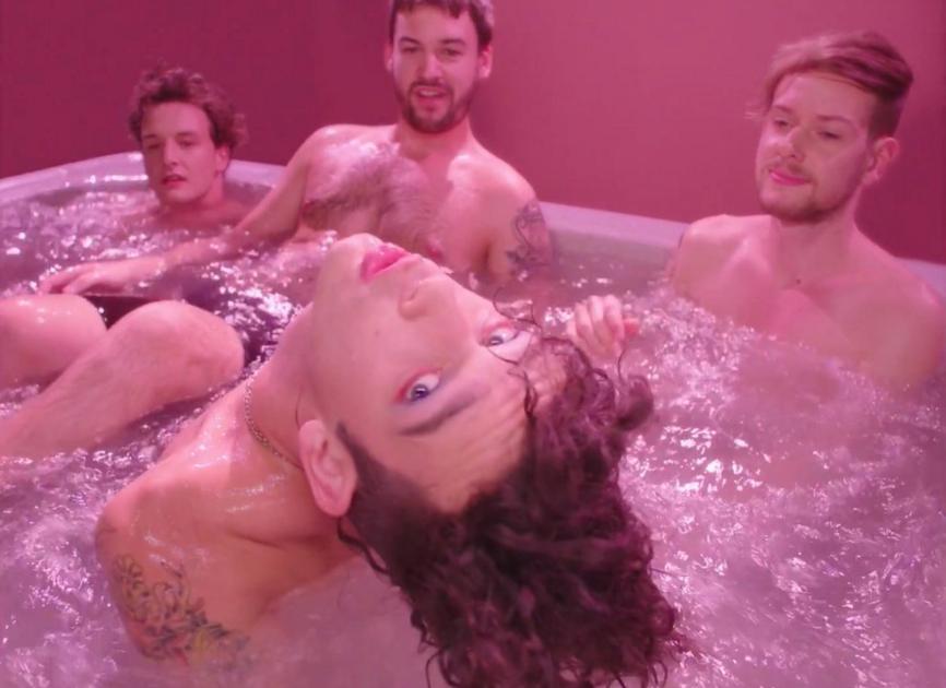 1975-bathtub