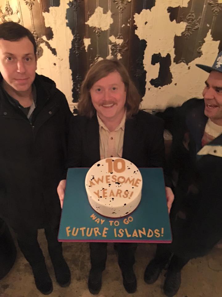 futureislands-10cake
