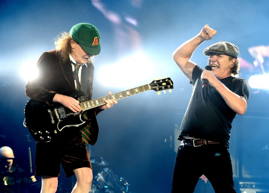 la-et-ms-acdc-dodger-stadium-review-20150929