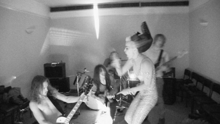daphne-rocking