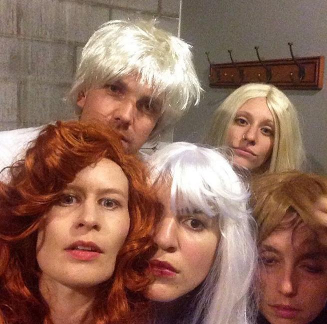 hval-tour-wigs