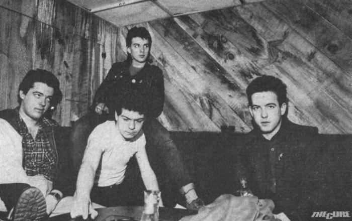 a The Cure tagjai a The Underground öltözőjében.